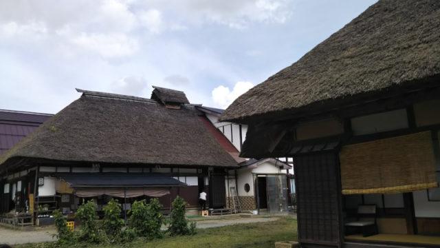 大内宿の茅葺屋根の民家